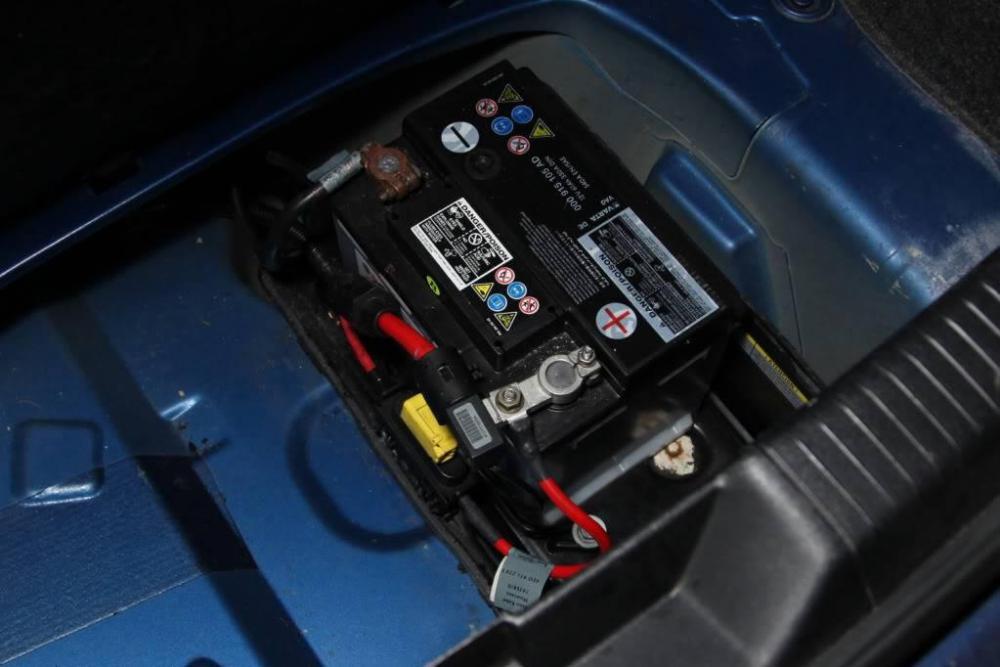 lupo-gti-battery.jpg